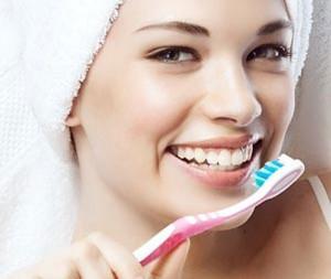 Vệ sinh răng miệng đúng cách để làm giảm nguy cơ mắc các bệnh về răng miệng